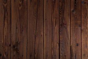 Donker houten schutting