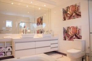 Sfeervolle badkamer met verlichting